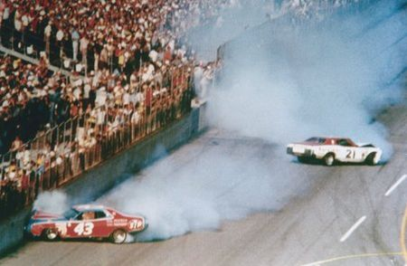 Large_1976%20daytona%20500%20petty%20pearson%20crash